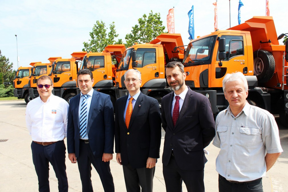 Video exclusiv: CEFIN TRUCKS-16 AUTOBASCULANTE FORD TRUCKS CĂTRE CNAIR